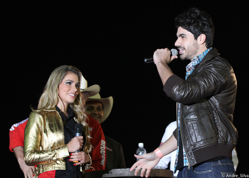 Rodrigão fez uma surpresa para Adriana em rodeio no Brahma Super Bull BR em Americana, no interior de São Paulo.