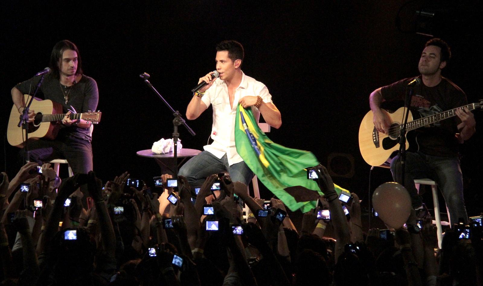 Christian Chávez se apresentou para centenas de fãs no Rio de Janeiro