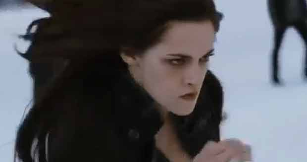 Kristen Stewart luta em 'Amanhecer - Parte 2' (Foto: Reprodu&#231;&#227;o/YouTube)