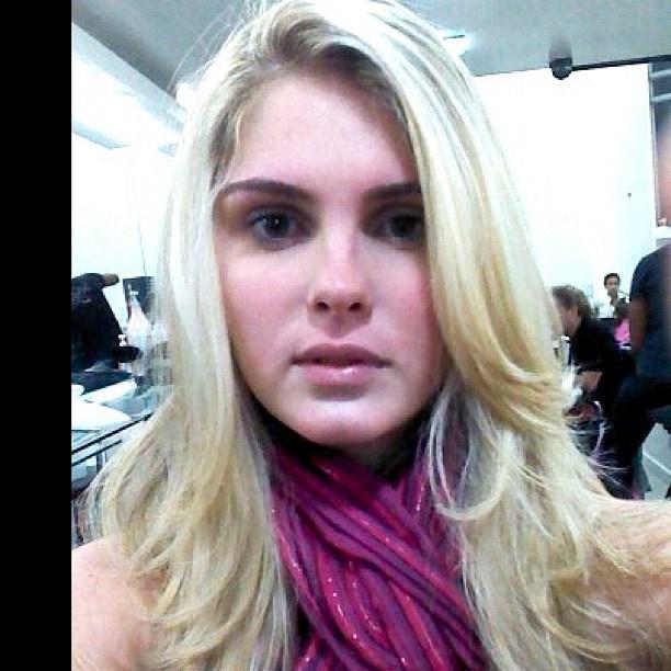 Bárbara Evans fica mais loira (Foto: Reprodução/Instagram)