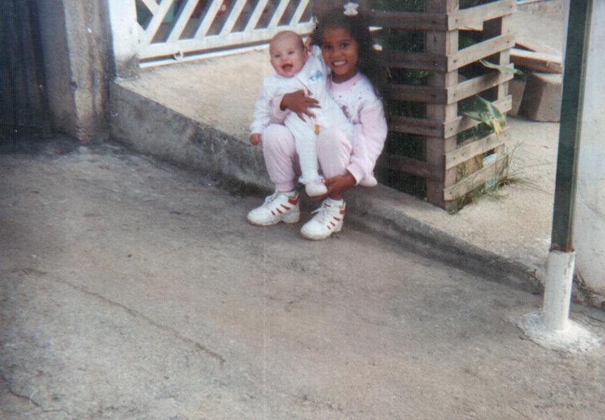 Stefhany e Arielle, ainda pequenininhas. Uma fofura!