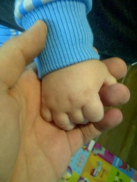 Marido de Wanessa posta foto da maozinha do filho no Twitter (Foto: Reprodoção/Twitter)