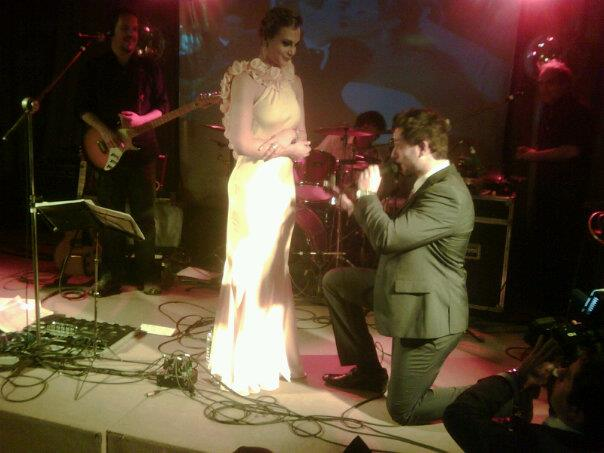 Ex-BBB Eliéser pede a namorada em casamento  (Foto: Divulgação)