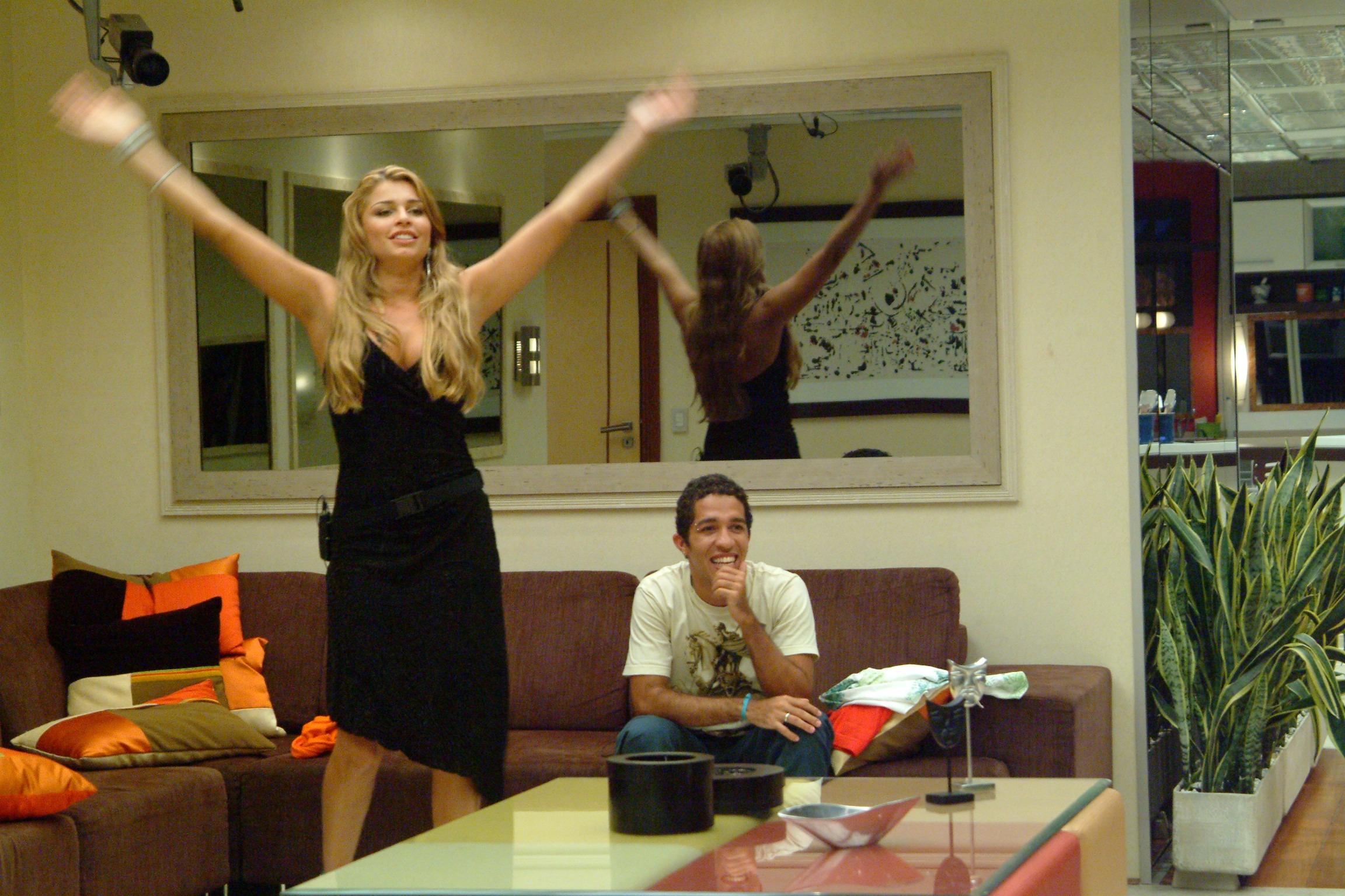 """Em 2005, Grazi Massera - que completa 30 anos nesta quinta-feira, 28 - ficou em 2º lugar no """"BBB 5"""", vencido por Jean Wyllys. Um ano antes, ela tinha faturado o título de Miss Paraná. No concurso Miss Brasil 2004, Grazi ficou em 3º lugar"""
