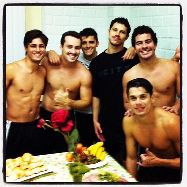 Rodrigo Andrade posta foto José Loreto, Bruno Gissoni e outros atores (Foto: Instagram / Reprodução)