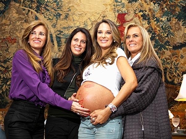 Animada com a chegada da primeira filha, Rafaella, Ticiane fez um chá de bebê em junho de 2009
