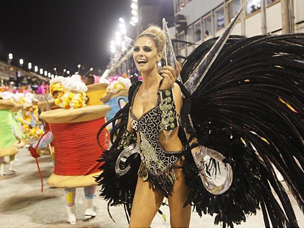 Fernanda Lima no desfile da Grande Rio em 2010 (Foto: Marcos Serra Lima / EGO)