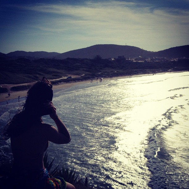 Bruna Marquezine curte vista da praia (Foto: Instagram)