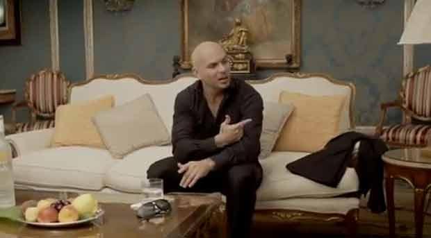 Rapper Pitbull em cena de seu novo clipe (Foto: Reprodução/YouTube)