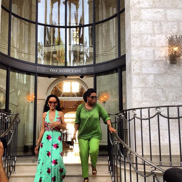 Oprah posta foto com Rihanna em Barbados (Foto: Reprodução / Instagram)