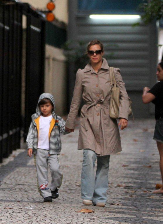 Carolina Dieckmann com o filho (Foto: André Freitas/AgNEws)