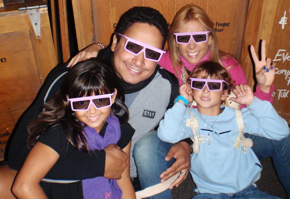 Xanddy com Carla Perez e os dois filhos do casal, Camilly Victória e Victor