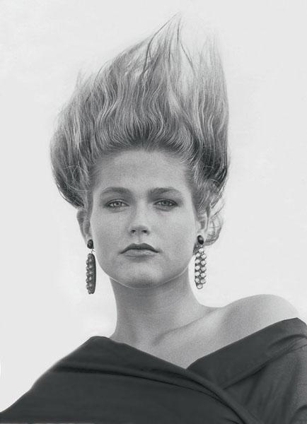 Xuxa em foto de 1985: cabelos ao alto