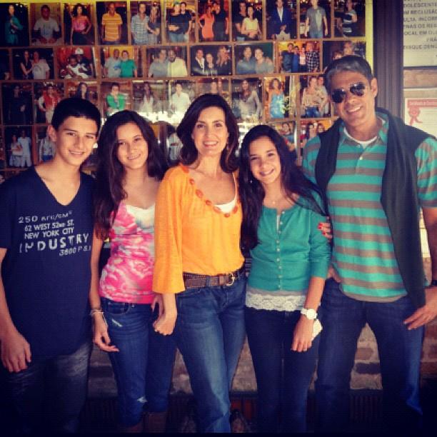 Fátima Bernardes, William Bonner e os filhos em churrascaria do Rio (Foto: Instagram / Reprodução)