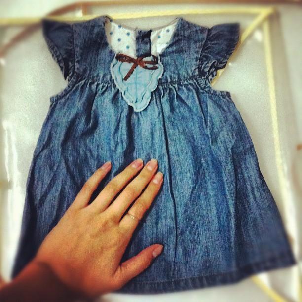 Carol Francischini mostra vestidinho de menina no Instagram (Foto: Reprodução Instagram)