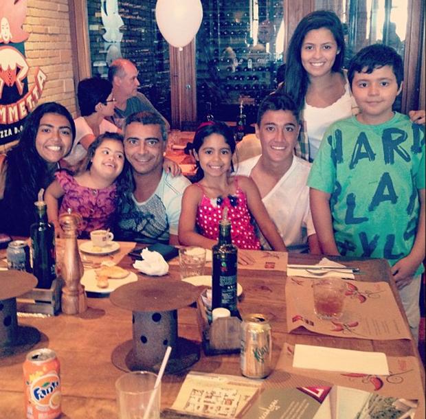 Romário e família (Foto: Instagram / Reprodução)
