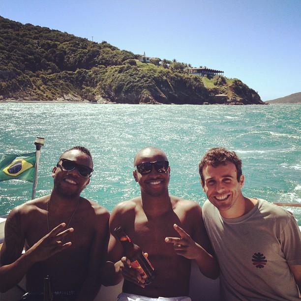 Thiaguinho em passeio de barco em Cabo Frio, no Rio de Janeiro (Foto: Reprodução Instagram)