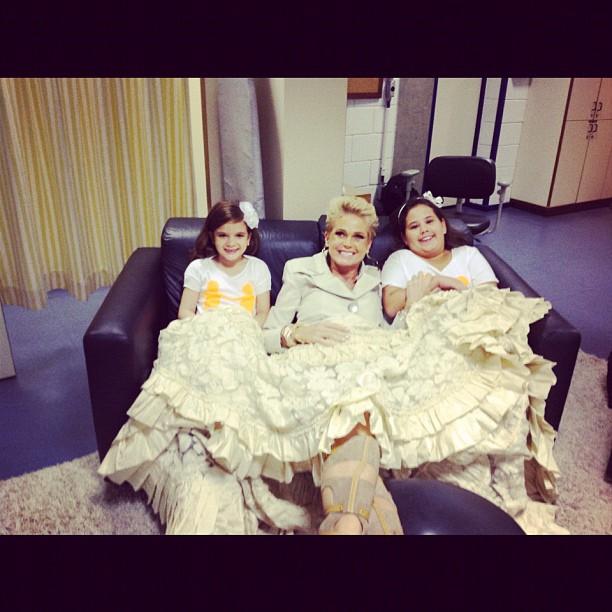 Xuxa com Mel Maia e Ana Karolina Lannes (Foto: Reprodução/Instagram)