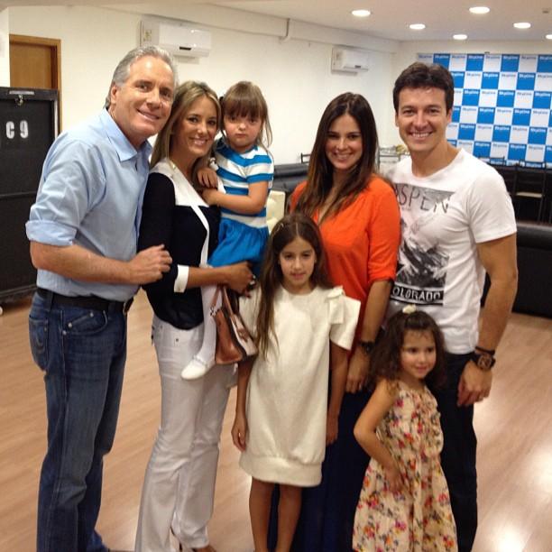 Robert Justus e Rodrigo Faro com as famílias (Foto: Reprodução/ Instagram)