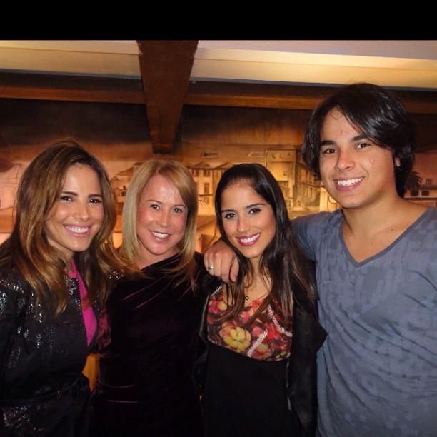 Zilu com os filhos, Wanessa, Camila e Igor (Foto: Instagram)