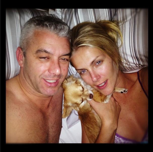 Ana Hickmann com marido e cachorrinho (Foto: Reprodução / Instagram)