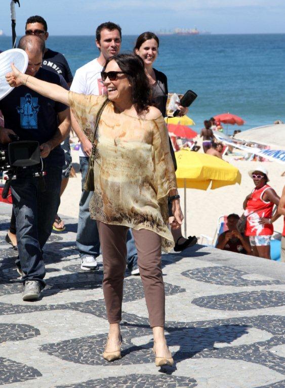Regina Duarte na orla de Ipanema, Rio de Janeiro (Foto: Francisco Silva / AgNews)