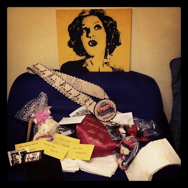 Ivete recebe presentes de fã por personagem em 'Gabriela' (Foto: Reprodução/Twitter)