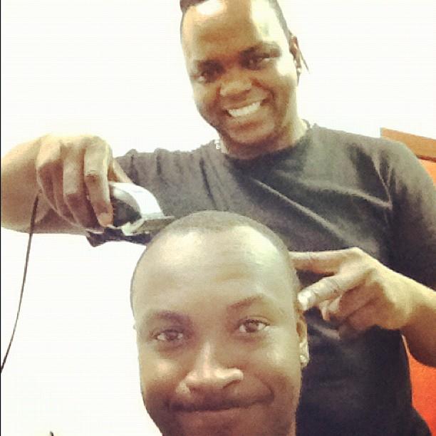 Thiaguinhi cortou o cabelo após show em Minas Gerais (Foto: Reprodução/Twitter Thiaguinho)