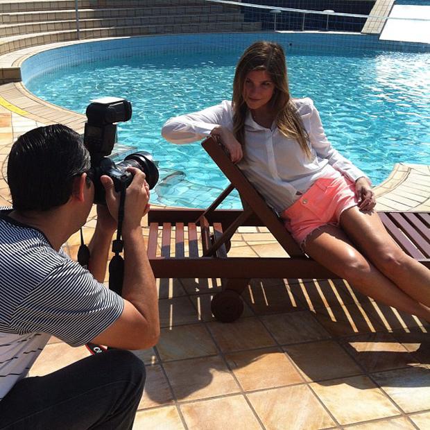Cristiana Oliveira fotografa para campanha (Foto: Instagram / Reprodução)