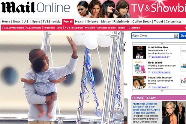 Jay-Z com a filha, Blue Ivy, em iate no Meditarrâneo (Foto: Reprodução/Daily Mail)