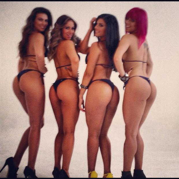 Carol Narizinho posta foto de ensaio com as panicats (Foto: Instagram