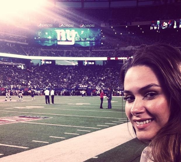 Fernanda Machado assistindo jogo em NY (Foto: Instagram / Reprodução)