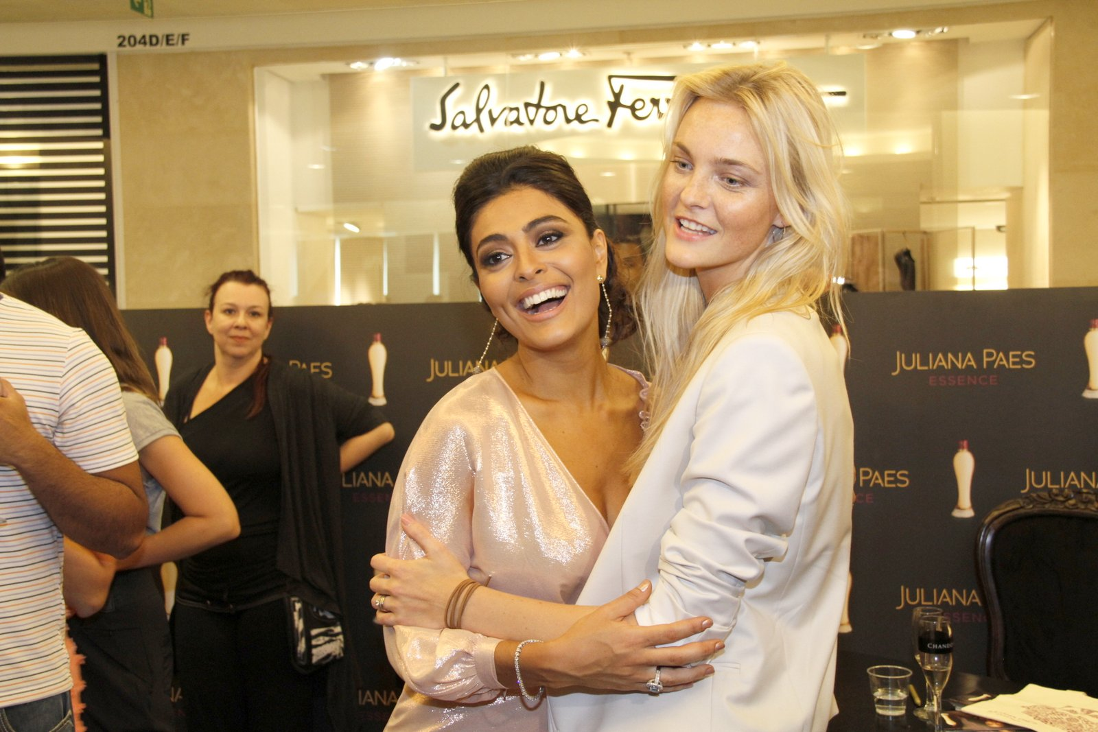 Juliana Paes e Carol Trentini no Vogue Fashion's Night Out, no Rio