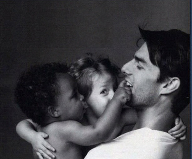 Tom Cruise com os filhos Connor e Isabella quando pequenos (Foto: Reprodu&#231;&#227;o / Twitter)