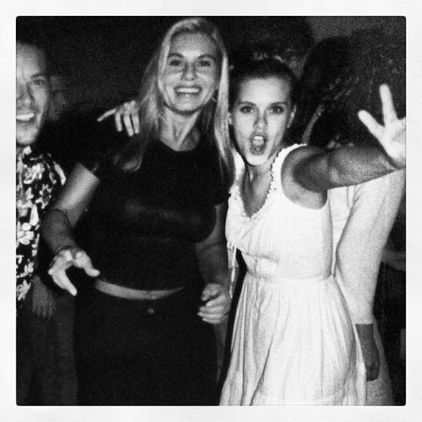 Carolina Dieckmann posta foto de seu aniversário de 22 anos ao lado de Vera Fischer (Foto: Reprodução / Instagram)