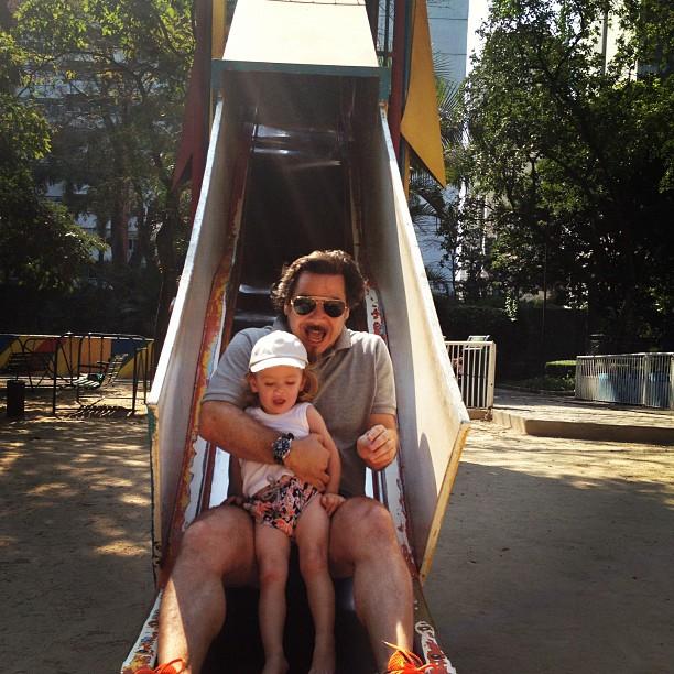 Adriane Galisteu posta foto do marido, Alexandre Iódice, e do filho, Vitório (Foto: Instagram)