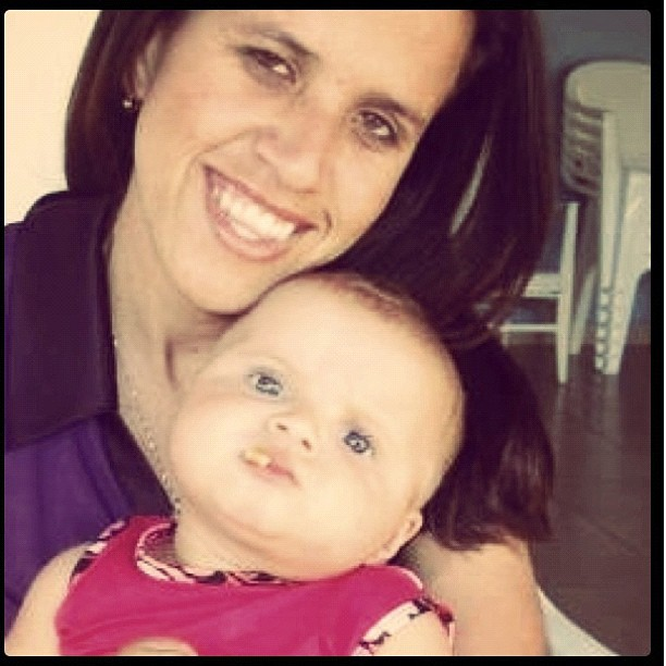 Luciana, irmã de Gusttavo Lima, com a filha Laura (Foto: Reprodução / Instagram)