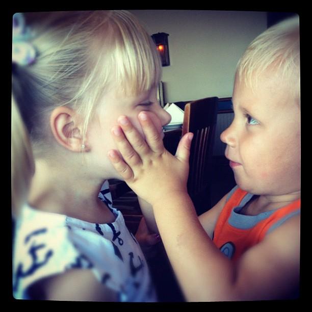 Jaxon Bieber, irmão de Justin Bieber, com uma amiga (Foto: Instagram/ Reprodução)