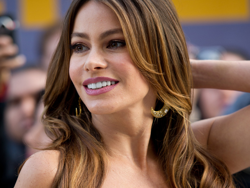 """Sofia Vergara, indicada na categoria melhor atriz coadjuvante em série de comédia por """"Modern Family"""", é mestra em deixar os homens babando com seu charme colombiano"""