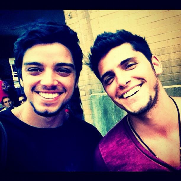 Rodrigo Simas e Iran no Divino (Foto: Reprodução/Instagram)