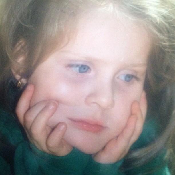 Ex-BBB Renata posta foto de quando era criança (Foto: Instagram / Reprodução)