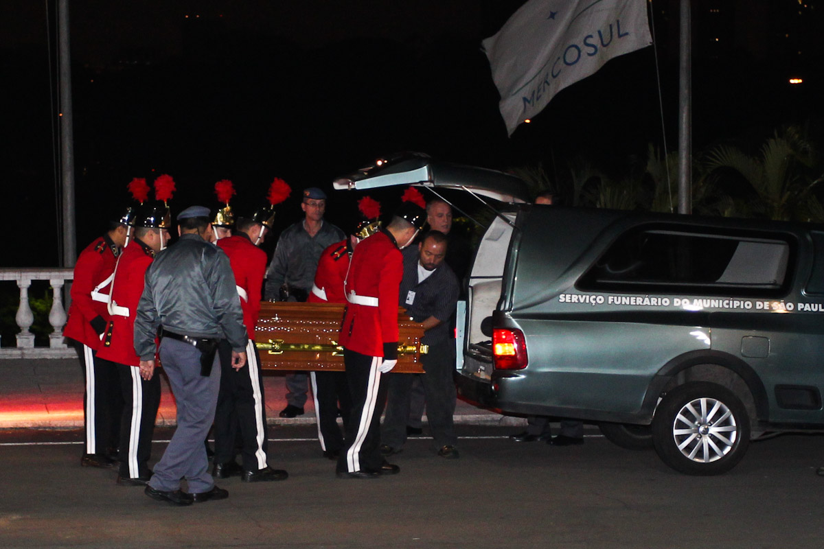 Corpo de Hebe Camargo chega ao Palácio dos Bandeirantes em São Paulo