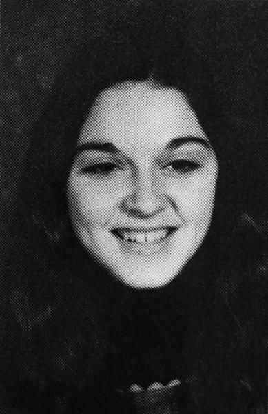 Madonna em foto do livro da escola, em 1972, aos 14 anos
