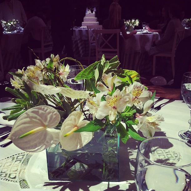Isis Valverde posta foto de flores (Foto: Instagram / Reprodução)