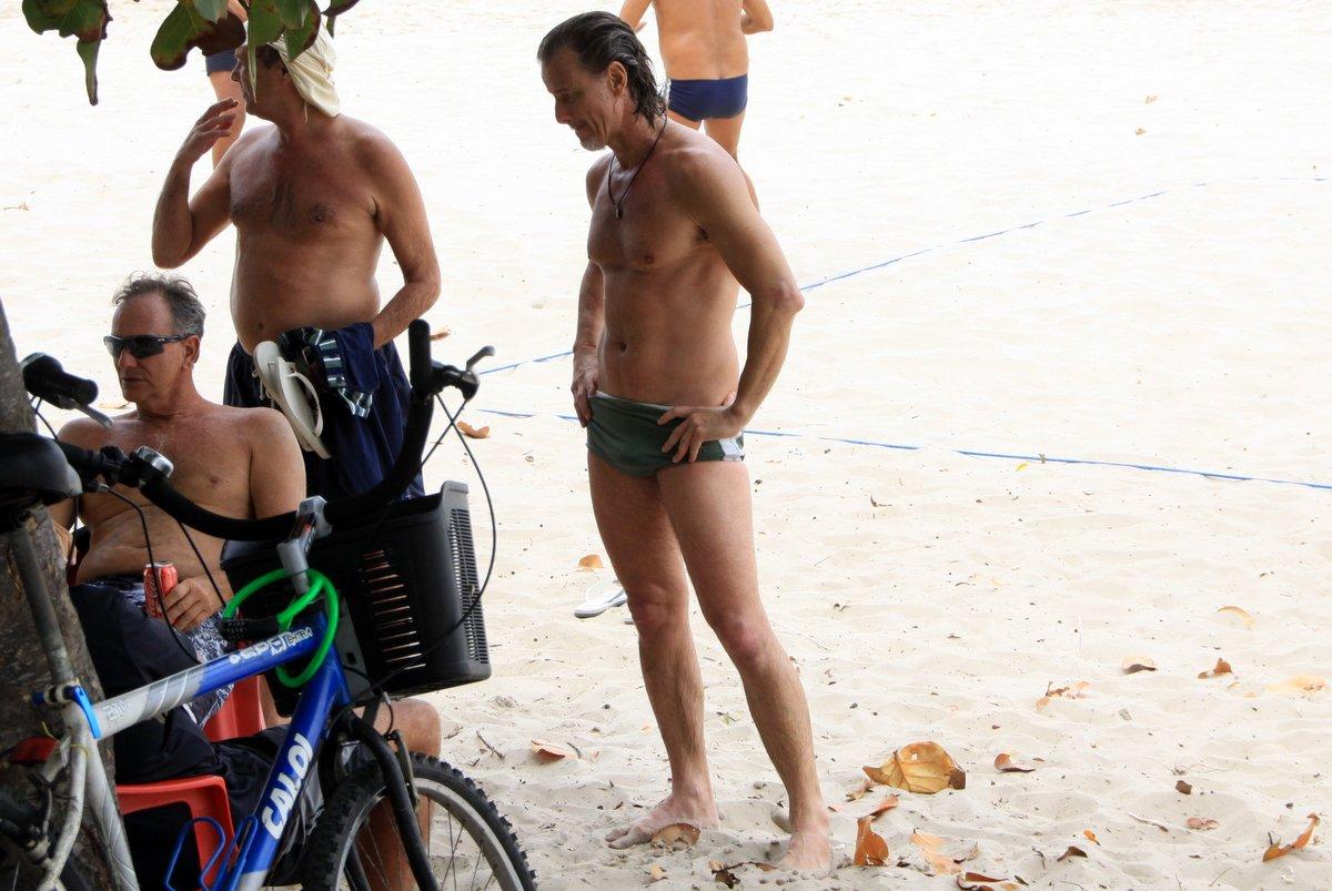Marcello Novaes esteve na praia da Barra da Tijuca, no Rio, nesta quarta, 17.