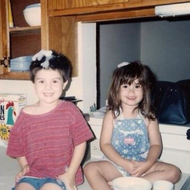 Demi Lovato e um amigo na infância (Foto: Instagram / Reprodução)