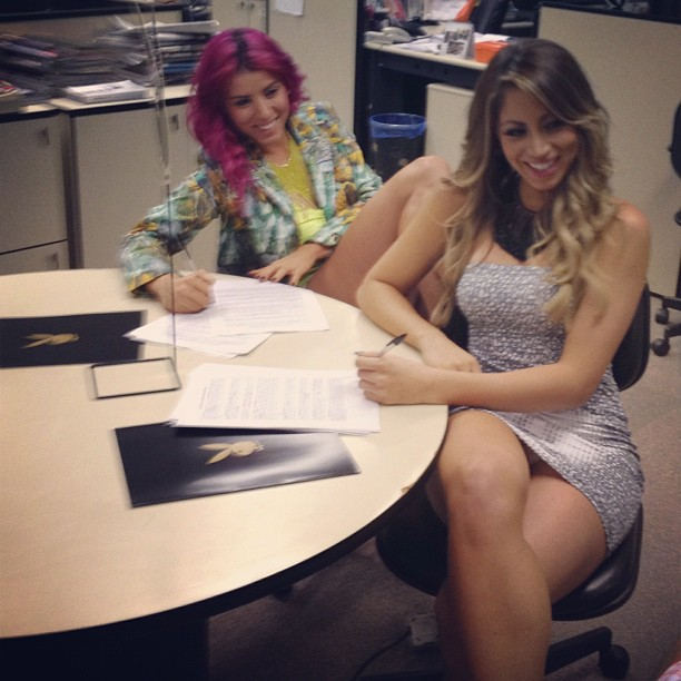 Carol Narizinho e Thais Bianca assinam contrato da Playboy (Foto: Reprodução/ Instagram)