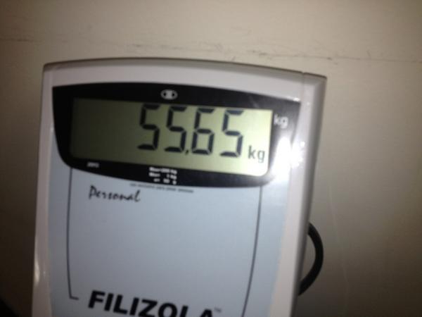 Nívea Stelmann mostra seu peso no Twitter (Foto: Twitter/Reprodução)