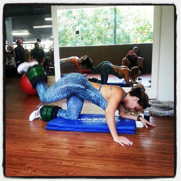 Viviane Araújo malhando (Foto: Instagram / Reprodução)