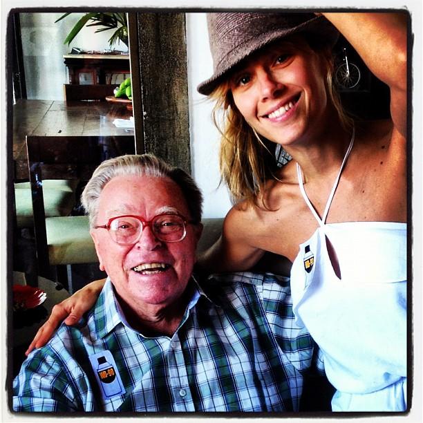 Carolina Dieckmann posta foto ao lado do avô (Foto: Reprodução/ Instagram)